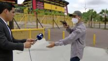 Asaltan a punta de pistola a un periodista y a su camarógrafo en medio de una grabación