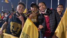 Aficionados de Pumas hacen caso omiso y asisten al estadio