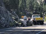 Retiran rocas caídas tras sismo que sacudió al Valle Central y Norte de California