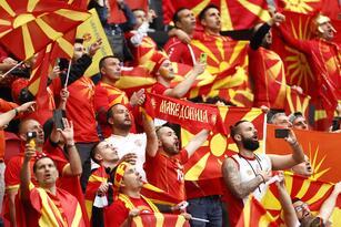 Paises Bajos golea a Macedonia del Norte 3-0, es líder del Grupo C y califica a Octavos de Final en la Euro 2020. Con gol de Memphis Depay y doblete de Georginio Wijnaldum, la 'Naranja Mecánica' consigue su pase a la siguiente ronda. El macedonio Gorand Pandev se retira de su selectivo.
