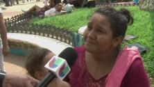 """""""Sentía que me moría"""": madre al encontrar a su hija extraviada durante la caranavana de migrantes"""