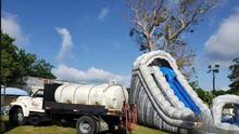 Alcalde de Quebradillas usó camión cisterna para un cumpleaños mientras residentes carecían del servicio