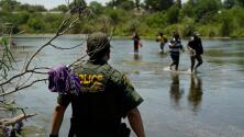 ¿Qué opciones tienen los migrantes con el restablecimiento del programa 'Quédate en México' y el cambio en las deportaciones?