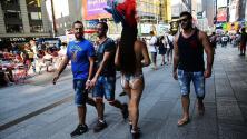 Piden retirar a nudistas de Times Square