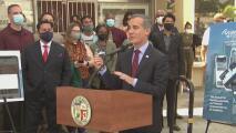 Los Ángeles entregará una tarjeta débito para que la comunidad reciba beneficios y pueda hacer distintos tipos de pagos