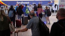 Más vuelos cancelados y miles de pasajeros varados: no cesan los problemas para la aerolínea Southwest