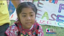 La niña que saltó la seguridad para dar una carta al papa Francisco