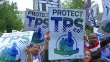 Frente al Departamento de Seguridad Nacional, cientos de manifestantes pidieron la renovación de TPS