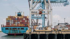 Falta de transporte y bodegas agravan crisis de la cadena de suministro en el puerto de Houston