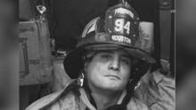 """""""Mi mamá me dijo hijo por primera vez"""": bombero de Houston descubre que fue adoptado de manera ilegal hace 38 años"""