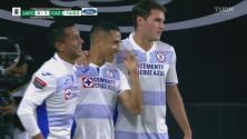 ¡De crack! Yoshimar Yotún marca el penalti y el 1-0 para Cruz Azul
