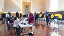 """""""No hay evidencia de fraude"""": millones de votantes en California deciden si el gobernador Newsom debe seguir en el cargo"""