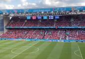 ¡Conmovedor! Finlandeses y daneses unen cántico por Eriksen