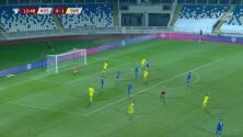 ¡TIRO ATAJADO! disparo por Zlatan Ibrahimovic.