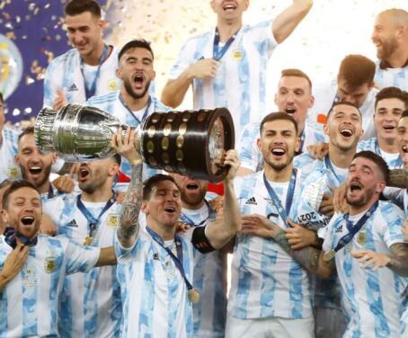 ¡Por fin! Messi levanta el trofeo de Copa América 2021