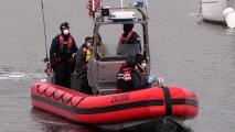 Rescatan a más de 20 indocumentados de bote a la deriva en costas de San Diego