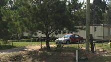 Asesinan a puñaladas a un anciano hispano en el patio trasero de su casa en Texas