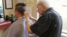 Conoce al barbero más longevo del mundo y que a sus 107 años aún sigue trabajando