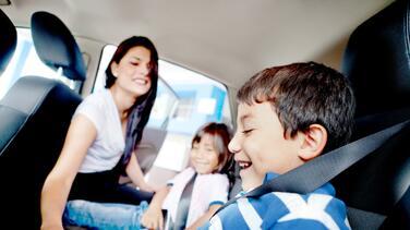 Regreso a clases: padres hispanos preocupados por volver a la rutina de conducir un carro