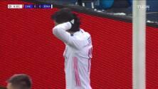 ¡CERCA! Marco Asensio disparó que se estrella en el poste.