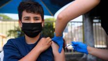 ¿Por qué la vacunación contra el coronavirus de adolescentes es clave para volver a la normalidad en verano?