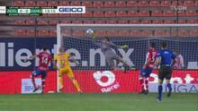 ¡Voló más que superhéroe! Axel Werner y sus bravías atajadas ante Tigres