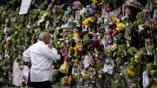 """""""Que se haga la voluntad de Dios"""": familiares de desaparecidos tras derrumbe de edificio en Surfside se aferran a la fe"""