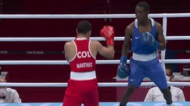 Boxeador de Colombia tuvo que pelear con uniforme prestado