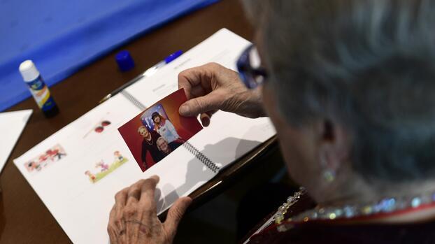 En medio de gran controversia, la FDA aprueba nuevo fármaco contra el alzheimer
