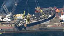 Así reflotaron el barco de buceo hundido tras un incendio que dejó 34 fallecidos en California