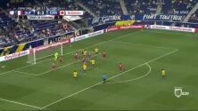 Goooolll!! Roy Contout mete el balón y marca para French Guiana