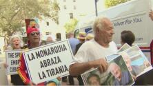 """""""Derechos para los cubanos"""": protestan en Miami en contra de la visita de los reyes de España a Cuba"""