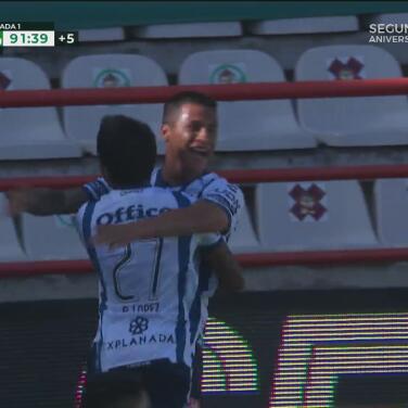 ¡Sella la victoria! Roberto de la Rosa marca el 4-0 con un cabezazo letal