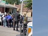 Arrestan a hombre que se atrincheró en su casa con su esposa y disparó a la policía en Queens