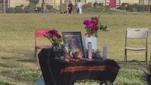Honran la memoria de vendedor asesinado mediante una vigilia