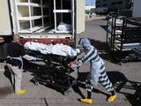 Sigue la crisis en El Paso por el covid-19: presos de la cárcel del condado ayudan a la morgue