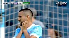 Maxi Morález emociona a los aficionados con un peligroso cabezazo