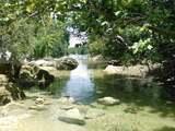 Advierten que agua en popular arroyo de Austin no es segura para humanos y animales