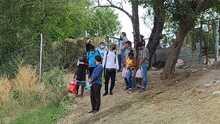 Inmigrantes que han llegado a Del Río, Texas, para pedir asilo pudieran ser deportados por las autoridades federales