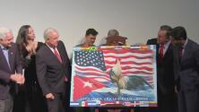 Con la develación de la bandera, inicia el 'viernes de La Pequeña Habana'