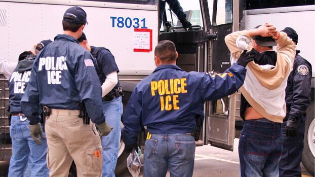 Gobierno confirma suspensión y revisión del programa de deportaciones aceleradas