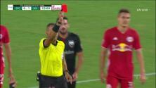 ¡Expulsión! El árbitro saca la roja directa a Wayne Rooney