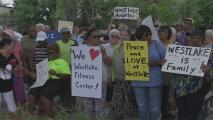 Pacientes del Hospital Westlake en Melrose Park protestan en contra del cierre de este centro médico