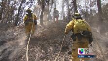 """Miles de bomberos combaten el incendio """"Rocky"""""""
