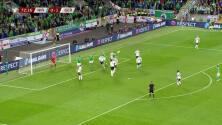 Niklas Süle despeja el balón y aleja el peligro