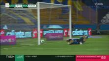 ¡Rozó el poste! El tiro de Burkenroad, cerca del gol para Rayadas