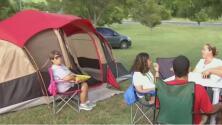 Decenas de familias boricuas pasarán la noche al aire libre por temor a nuevos sismos