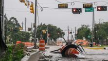 Nicholas toca tierra en Texas como huracán categoría 1 dejando grandes inundaciones a su paso