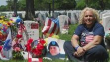 """""""Voy al cementerio y paso el día con él"""": así es como esta mujer recuerda a su hijo, un soldado caído en combate"""