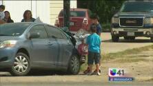 Conductor ebrio se impacta contra una casa móvil y 10 vehículos